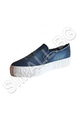 Дамска спортна обувка