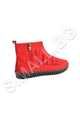 Ladies boots in black, beige and red