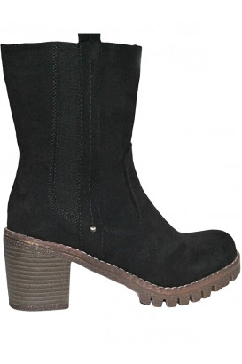Ladies boots in black and brown