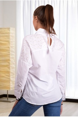 Дамска риза с перли на гърба