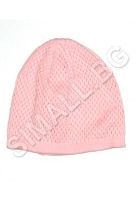Дамска плетена шапка на дупки